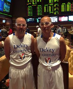 Spotted the DeVry University basketball team in Vegas http://ift.tt/22uqOYB Love #sport follow #sports on @cutephonecases