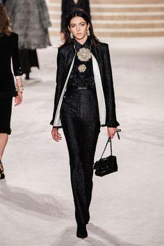 Chanel Pre-Fall 2020 Fashion Show - Chanel Pre-Fall 2020 Collection – Vogue - 2020 Fashion Trends, Fashion Week, Fashion 2020, Runway Fashion, Fashion Show, Fashion Outfits, Womens Fashion, High Fashion, Chanel Outfit