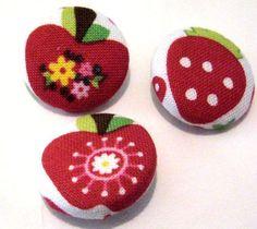 *♥3 x Apfel-Erdbeer♥ 3 Stoffknöpfe 2,2 cm*    Als Knopf, als Deko, für Kleidung, Taschen...     *Es kommen 3 Stück!*     _auf Fotos 2 & 3 sind auch...