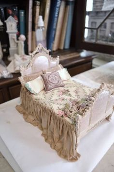 dressed bed - WyckedWood Beacon Hill~The Sea Hag~ - Gallery - The Greenleaf Miniature Community