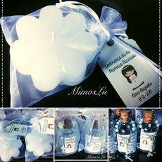 Velinhas personalizadas em formato de florzinha e água benta personalizada para primeira comunhão ou batizado. Curta nossa página facebook.com/MimosLu  Contato: mimos@mimoslu.com.br