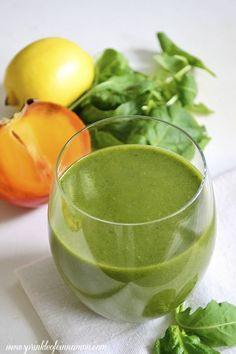 Delicious fall green smoothie made with persimmon, orange, kale and arugula. True fall flavors captured in a smoothie. Easy Smoothies, Smoothie Recipes, Vegan Party Food, Vegetarian Recipes, Healthy Recipes, Juice Smoothie, Nutrition Plans, Healthy Eating, Healthy Life