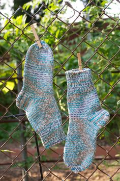 Great warm handmade wool socks!  The heel is knitted with a double thread.  Content: 90% of 100% wool and 10% of acryl.     #KnitAndCozy