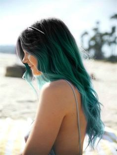 Love the dark to light teal ombré fade.