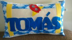 Almofada em tecido100% algodão e feltro, bordada a mão.  Tecnica em.patchwork.