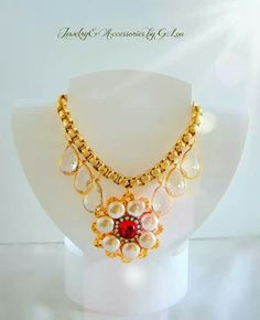 Beautiful Necklace by G.Lou. Design: Mercedes Acosta.