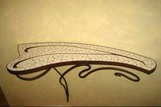 Mesa diseño modernista, decorada en mosaicos en trencadís.