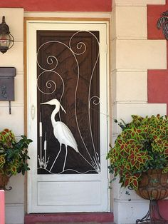 Screen door old florida.love and still plentiful in Florida all types. Florida Home, Beach Cottage Style, Beach Cottages, Old Florida, Florida Style, Old Screen Doors, Vintage Screen Doors, Custom Screen Doors, Doors