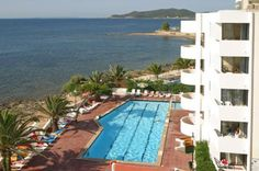 Jabeque Aparthotel is situated beachfront, between the famous beaches of Figueretas and Playa d'en Bossa, a perfect hotel to enjoy the beach...
