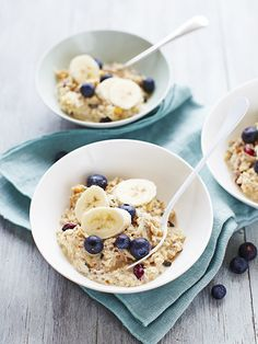 Try our bircher muesli with chia seeds recipe. Make our bircher muesli recipe for an easy healthy breakfast. Our bircher muesli healthy recipe is easy to make Low Calorie Breakfast, Breakfast Bars, Easy Healthy Breakfast, Breakfast Recipes, Free Breakfast, Healthy Breakfasts, Healthy Food, Breakfast Ideas, Clean Breakfast