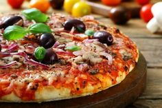 Download - Appetizing pizza with olives — Stock Image #108881564