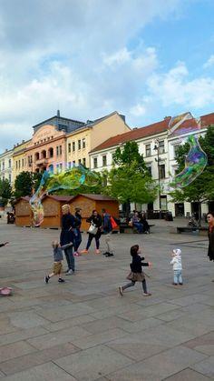Definitivamente não me lembro o nome dessa praça em Pécs.  Foto: Sueliton Ribeiro