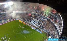 Este es el club Big Bang Racing en Argentina. El equipo de fútbol está compitiendo  contra Estados Unidos en el campo.