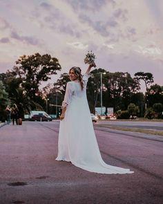 ¡Bienvenidos sean los más lindos paseos! 🌾  . . . 📍 Recepción: @chacraelsolar 📸 Fotógrafo: @salemstudios_ph #Matrimoniocompe #Bridetobe #mecaso #weddingday #díab #grandía #soylanovia #modanupcial #vestidodenovia #weddingdress #bridalfashion #vestido White Dress, Photo And Video, Wedding Dresses, Instagram, Fashion, Bridal Fashion, Walks, Bridal Dresses, Moda