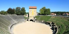 Avenches Canada, Mansions, House Styles, Boating Holidays, Roman Theatre, Fancy Houses, Mansion, Manor Houses, Mansion Houses