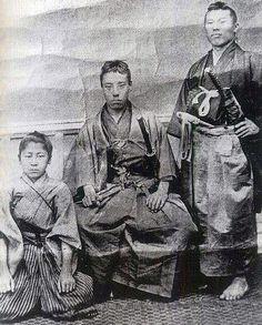 右が伊藤俊輔(博文)、中央が高杉晋作。