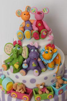 viorica's cakes Fondant Cake Toppers, Fondant Baby, Fondant Figures, Cupcake Cakes, Gorgeous Cakes, Amazing Cakes, Clown Cake, Animal Cakes, Birthday Candy