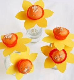 Daffodil Cake Pops