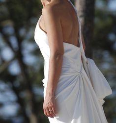 Vends Véritable robe Yves Saint Laurent 2013.   Robe Asymétrique Satin. Taille 36/38   Prix boutique : 3950 €   Parfait Etat.