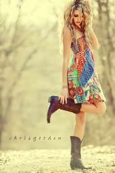 I always liked cowboy boots with a flowy dress - love the country look Mode Chic, Mode Style, Style Me, Hair Style, Country Look, Country Girls, Country Strong, How To Have Style, Living Style