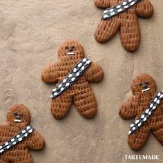 Chewbacca Cookies - Star Wars Cake - Ideas of Star Wars Cake - Keep baking fuzzball! Star Wars Baby, Theme Star Wars, Star Wars Food, Star Wars Party Food Snacks, Star Wars Party Decorations, Star Wars Decor, Royal Icing Decorations, Chewbacca, Star Wars Cookies