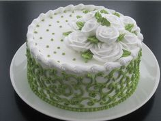 Green and white - Cake - Torten Cake Decorating Techniques, Cake Decorating Tips, Cookie Decorating, Cake Icing, Buttercream Cake, Cupcake Cakes, Frosting, Decoration Patisserie, Small Cake