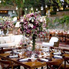 Bom dia amores! Uma decoração em roxo com muitas folhagens pra começar essa quinta linda  @rejanewolff