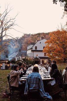 (via La Buena Vida: Food by Color Dinner at Bedford Post Inn) Hosting Thanksgiving, Outdoor Thanksgiving, Thanksgiving Desserts, Chicago Fashion, Uk Fashion, Fall Dinner, Dinner Table, Picnic Dinner, Autumn Day