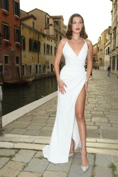 Bella Hadid Just Expertly Channeled Sophia Loren In Venice