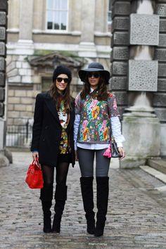 Estava tão frio, que no primeiro dia de London Fashion Week escolhemos looks bem coloridos pra ajudar a espantar o congelamento! Na verdade, uma só peça com estampa coloridona e o resto do look com peças neutras para fazer contraponto. O segredo de não passar tanto frio sem casaco são as blusas térmicas! Elas dão …