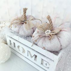 Velvet Pumpkins, Fabric Pumpkins, Halloween Candles, Halloween Crafts, Thanksgiving Decorations, Halloween Decorations, Shabby Chic Halloween, Horror Decor, Skull Decor