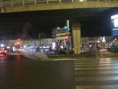 Le+caniveau+qui+fumait.+:+Amusant+comme+mes+photos+de+ces+jours-ci+se+concentrent+porte+de+Clichy+à+l'endroit+où+le+périph+sépare+Paris+de+sa+toute+proche+banlieue.  Retour+motorisé+d'un+tout+tranquille+et+calme+Paris+Carnet+(merci+Noé).  [mercredi+7+janvier+2009,+porte+de+Clichy]  PS+:+La+vapeur+qui+s'échappe+pourrait+n'être+pas+sans+lien+avec+le+chauffage+urbain.+A+moins+que+de+l'eau+chaude+n'ait+&ea...