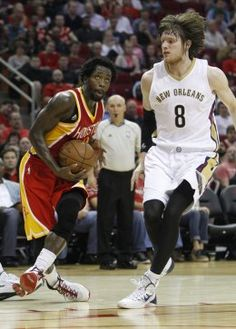 Houston Rockets guard Patrick Beverley (2) goes up to the basket during the second half of an NBA basketball game at Toyota Center, Thursday, Dec. 18, 2014, in Houston. ( Karen Warren / Houston Chronicle  )