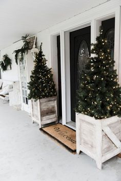 DIY Farmhouse Porch Planter Boxes DIY planter boxes – so easy to make and they are great for the porch & outdoor areas! A must pin for farmhouse decor & build ideas. Farmhouse Christmas Decor, Outdoor Christmas Decorations, Rustic Christmas, Farmhouse Decor, Country Farmhouse, Modern Farmhouse, Modern Rustic, Farmhouse Ideas, Farmhouse Design