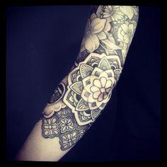 #patternwork #dotworktattoo #finelinetattoo @tattoodagmar