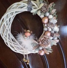 Angel wreath Grapevine Wreath, Grape Vines, Christmas Wreaths, Angel, Home Decor, Christmas Swags, Homemade Home Decor, Holiday Burlap Wreath, Vineyard Vines