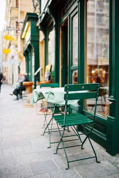 outdoor tables at a sidewalk cafe, vienna, austria