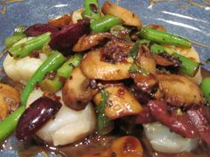 SCALLOPS WITH MUSHROOM-GREEN BEAN-KALAMATA BALSAMIC SAUCE ~ As pricey as scallops are, the recipe had better be good when I plunk down hard-earned money for these delectable treats. Enter mushrooms, green beans, kalamata olives, and balsamic vinegar. Good recipe :)
