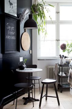 The beautiful (and inspiring) kitchen of an interior designer / matt black accent wall & key pieces from Nordal.