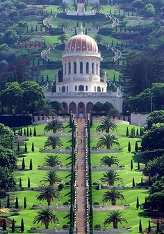 Haifa, Israel - Baha'i Gardens UNESCO Word Heritage Site Built in 1987 by Iranian architect Fariborz Religious freedom in Israel//Sahba. The Terraces of the Bah& Faith, also known as the Hanging Gardens of Haifa. Places Around The World, The Places Youll Go, Oh The Places You'll Go, Places To Visit, Around The Worlds, Beautiful World, Beautiful Gardens, Beautiful Places, Wonderful Places