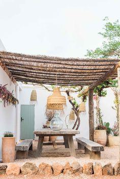 Terra Masia Ibiza is de magie van Ibiza op zijn best - Barts Boekje Outdoor Rooms, Outdoor Living, Outdoor Decor, Rustic Outdoor, Backyard Patio, Beach Patio, Home And Garden, Outdoor Structures, House Design