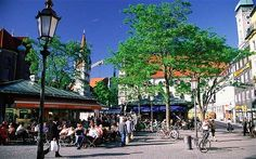 Viktualienmarkt and Schrannenhalle: food markets good for stocking up for a picnic in the Alps. CHEESES.