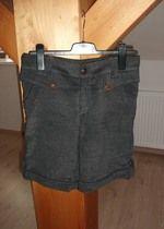 Trendy šedé šortky ke kolenům