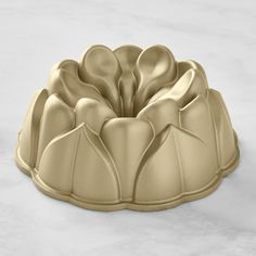 The magnolia is a symbol of hospitality, so it's the perfect shape for a cake to share with loved ones. Our cast-aluminum pan turns out a sculpted Bundt® cake that will be the centerpiece of any occasion. Finish the dessert with a simple g Mini Cake Pans, Mini Cakes, Baking Set, Baking Pans, Bundt Cake Pan, Bundt Pans, Magnolia Cake, Honeycomb Cake, Easter Cookie Cutters