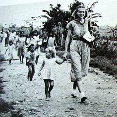 Betty Elliot continuó la obra en el ministerio hasta que después de casi tres años fue invitada a vivir entre los Aucas, quienes hoy conocen de Cristo.