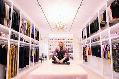 Inside the insanely organised closets of celebrities The Blonde Salad, Donatella Versace, Cool Rooms, Still Have, Closet Organization, Kanye West, Design Trends, Hollywood, Celebrities