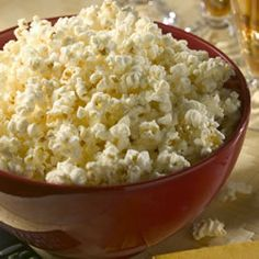 Take a trip to the county fair with a bowl of old-fashioned Kettle Corn. Your family will never want plain popcorn again! If you use white sugar, it will taste like popcorn balls and if you use brown sugar, it will taste like caramel corn. Popcorn Recipes, Snack Recipes, Cooking Recipes, Homemade Popcorn, Dinner Recipes, Yummy Snacks, Healthy Snacks, Yummy Food, Yummy Treats