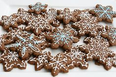Last week I shared some cute Christmas Tree Cookies I made with gingerbread dough. Gingerbread cookies are one of my favorites, especia. Snowflake Cookies, Christmas Tree Cookies, Cut Out Cookies, How To Make Cookies, Christmas Treats, Christmas Cookies, Making Cookies, Thanksgiving Cookies, Christmas Eve