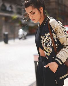 Ideas For Womens Fashion Street Style Bomber Jackets Bowling Outfit, Look Fashion, Autumn Fashion, Womens Fashion, Fashion Trends, 2000s Fashion, Urban Fashion, Jacket Outfit, Blazer Jacket