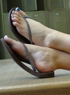 We love sexy female toenails. Beautiful Toes, Pretty Toes, Sexy Sandals, Bare Foot Sandals, Feet Soles, Women's Feet, Beach Feet, Flip Flop Shoes, Flip Flops